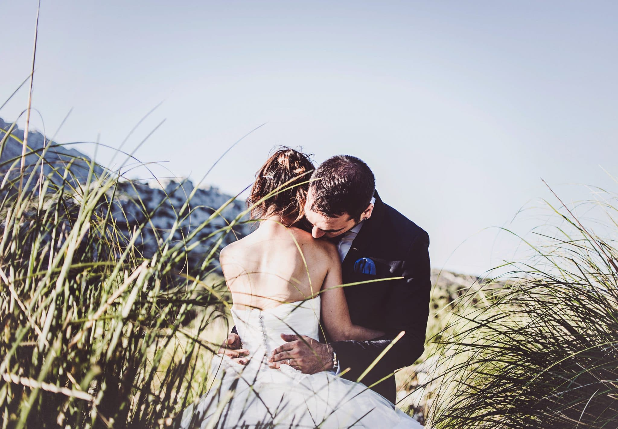 Post-wedding photography Mallorca kiss