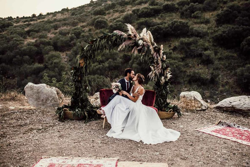 """ALT""Mallorca wedding photographer kiss in sofa"