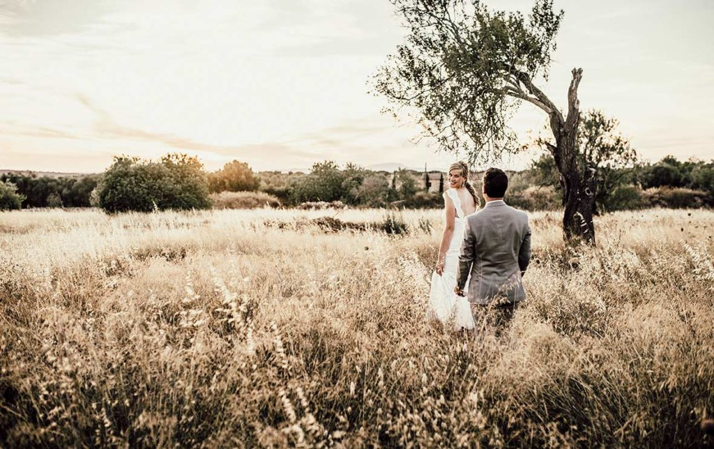wedding photographer mallorca field walk
