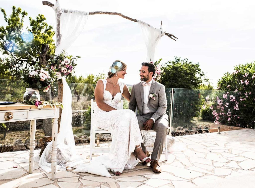 wedding photographer mallorca looks ceremony