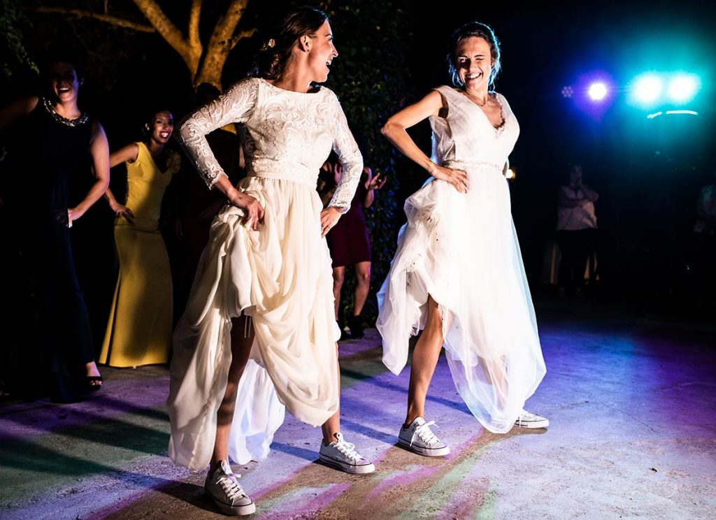 djs wedding mallorca dancing brides
