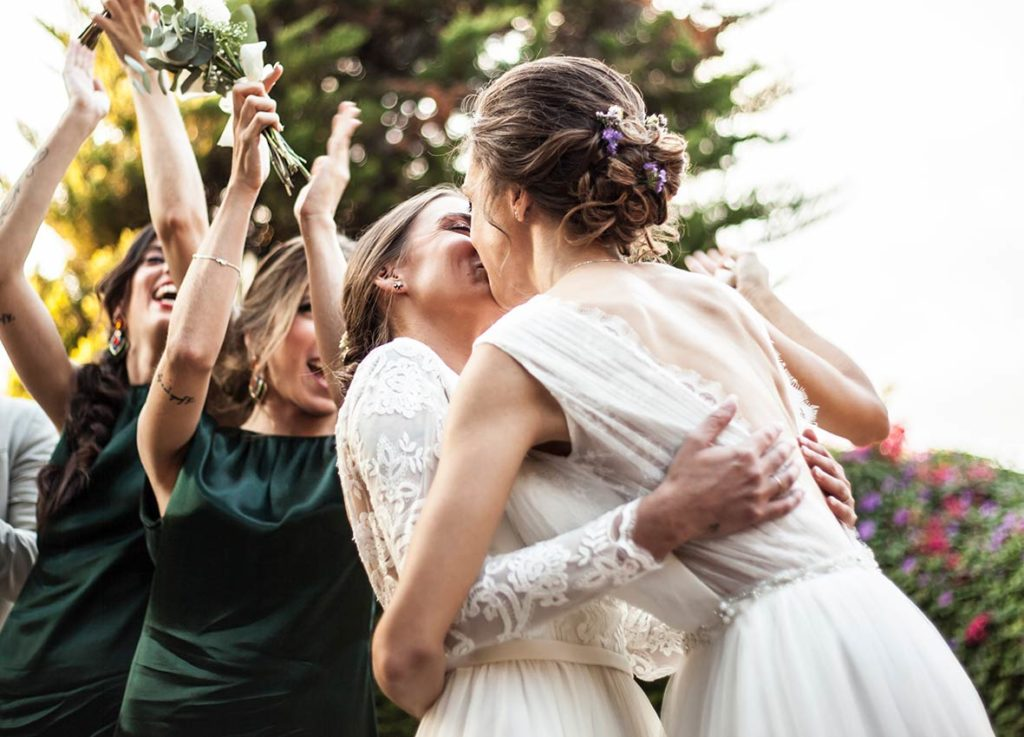 lgbt wedding in mallorca love kiss