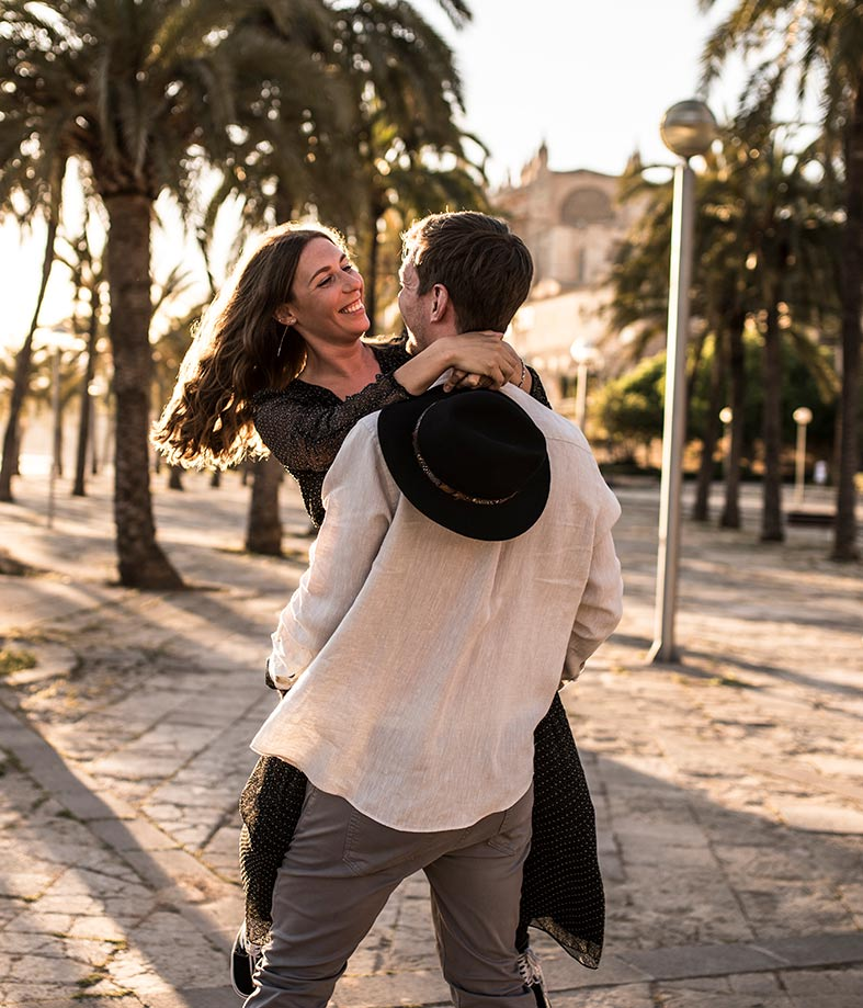 prewedding streets of mallorca