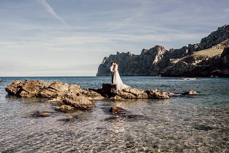 beautiful postwedding session mallorca