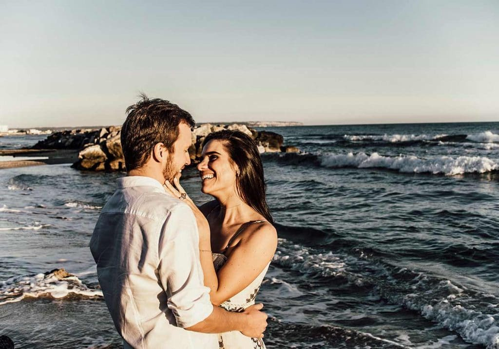 prewedding photographer in mallorca waves
