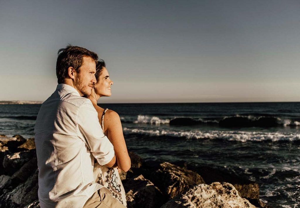 prewedding photographer in mallorca sea