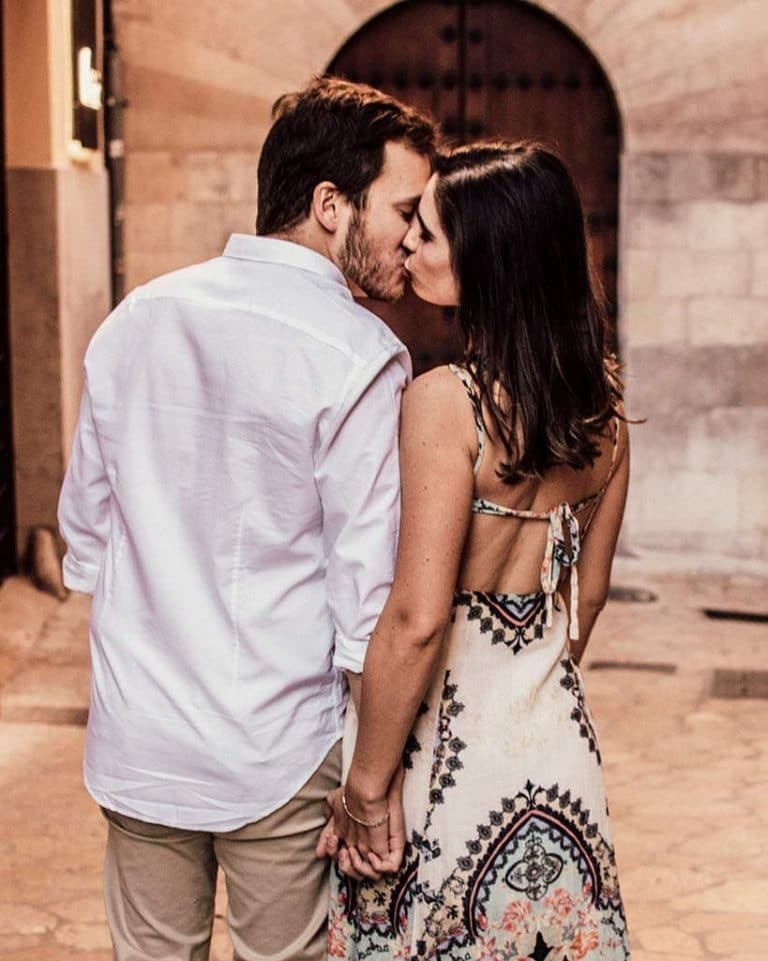 prewedding photographer in mallorca street
