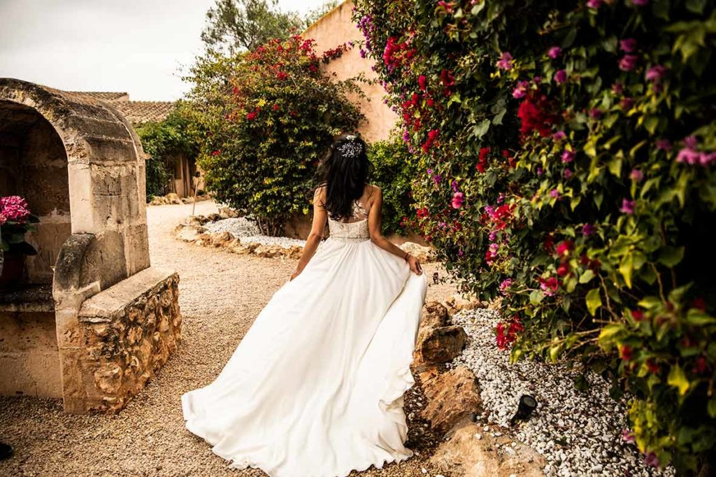 wedding photographers mallorca dress open