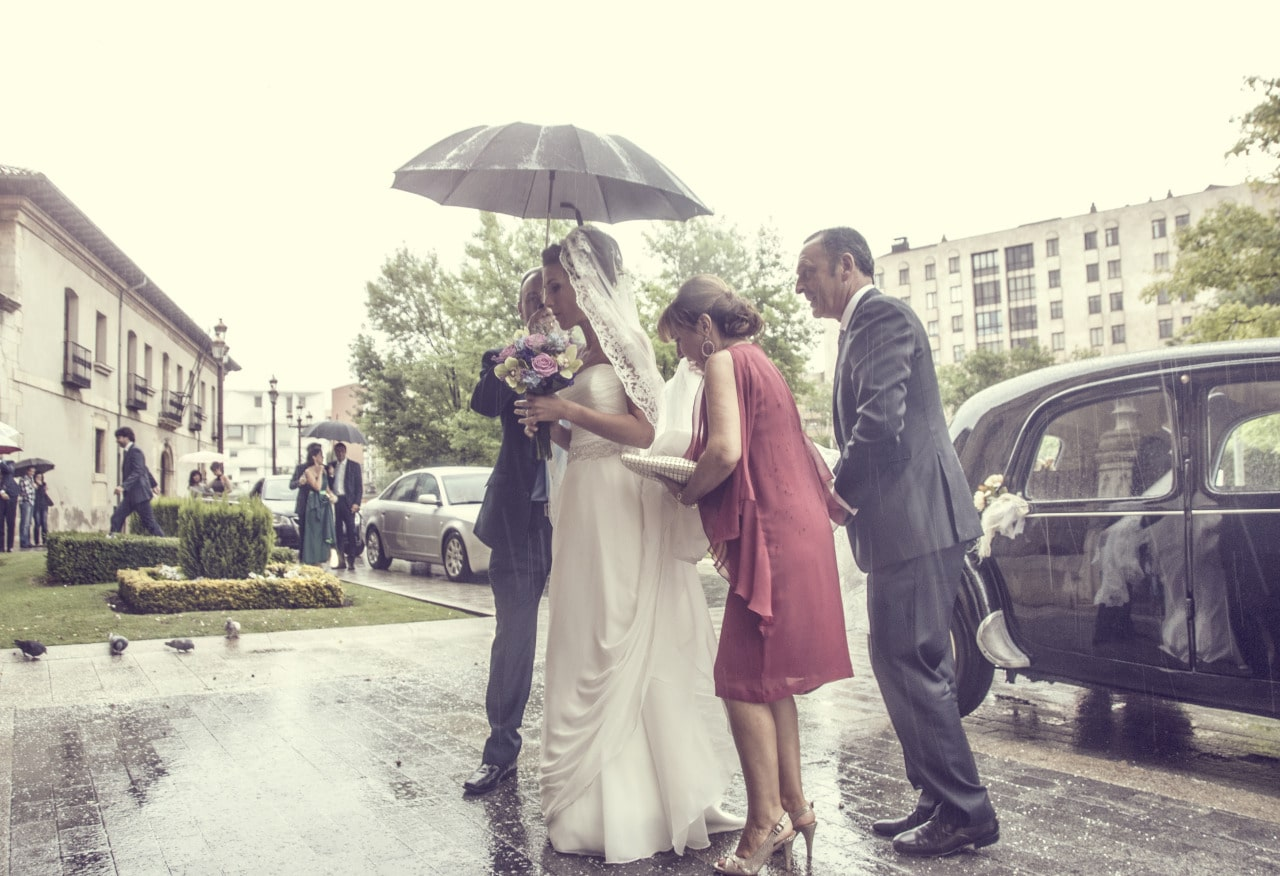 Wedding Photographers León rain