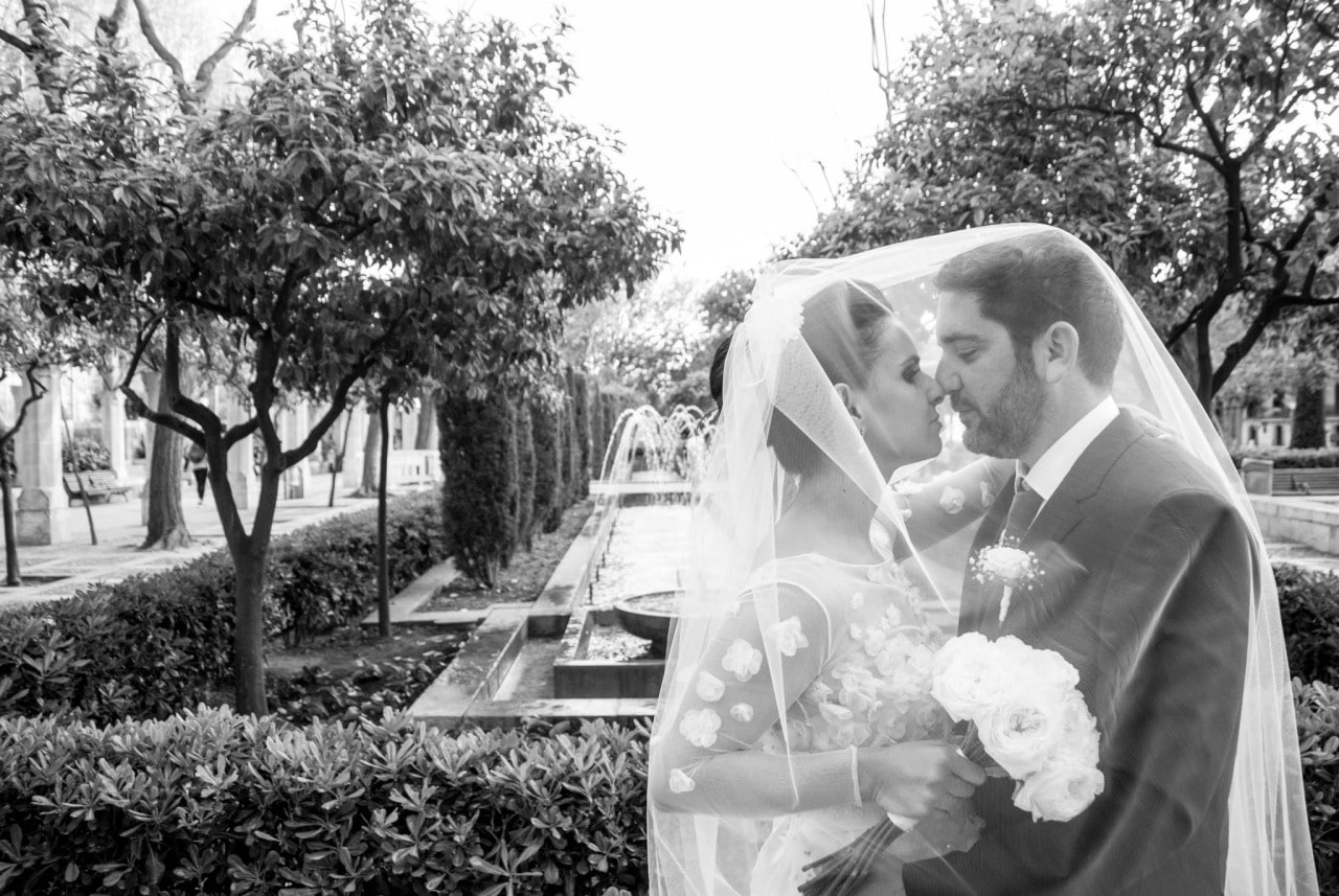 Wedding photographers Mallorca gardens