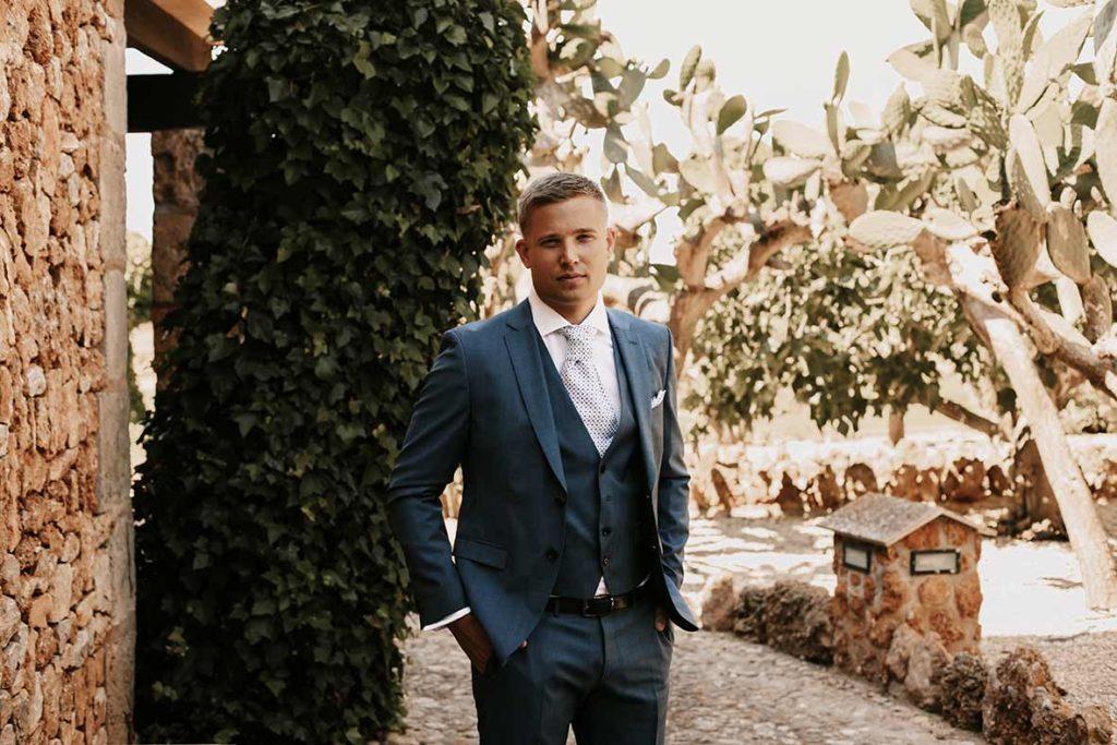 """ALT""wedding in finca morneta cute groom"""