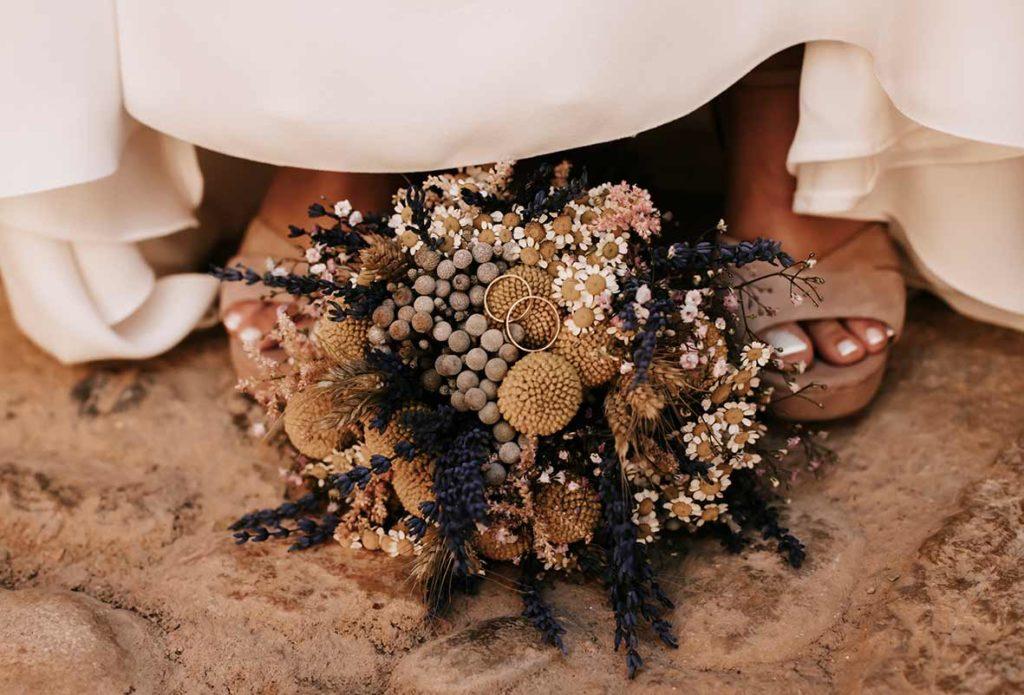 """ALT""wedding in finca morneta rings with flowers"""