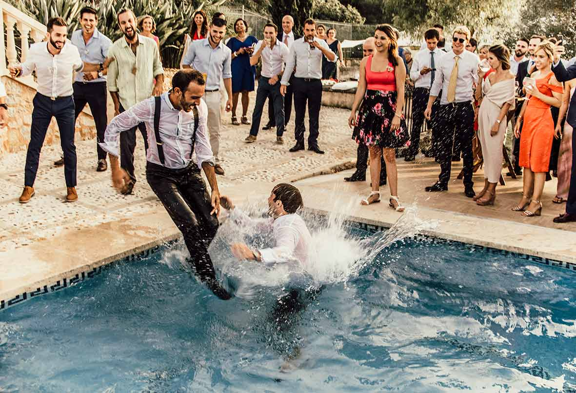 wedding photographer mallorca pool party