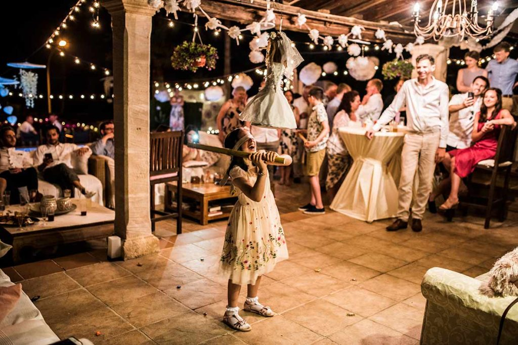 wedding photographer in Mallorca girl playing