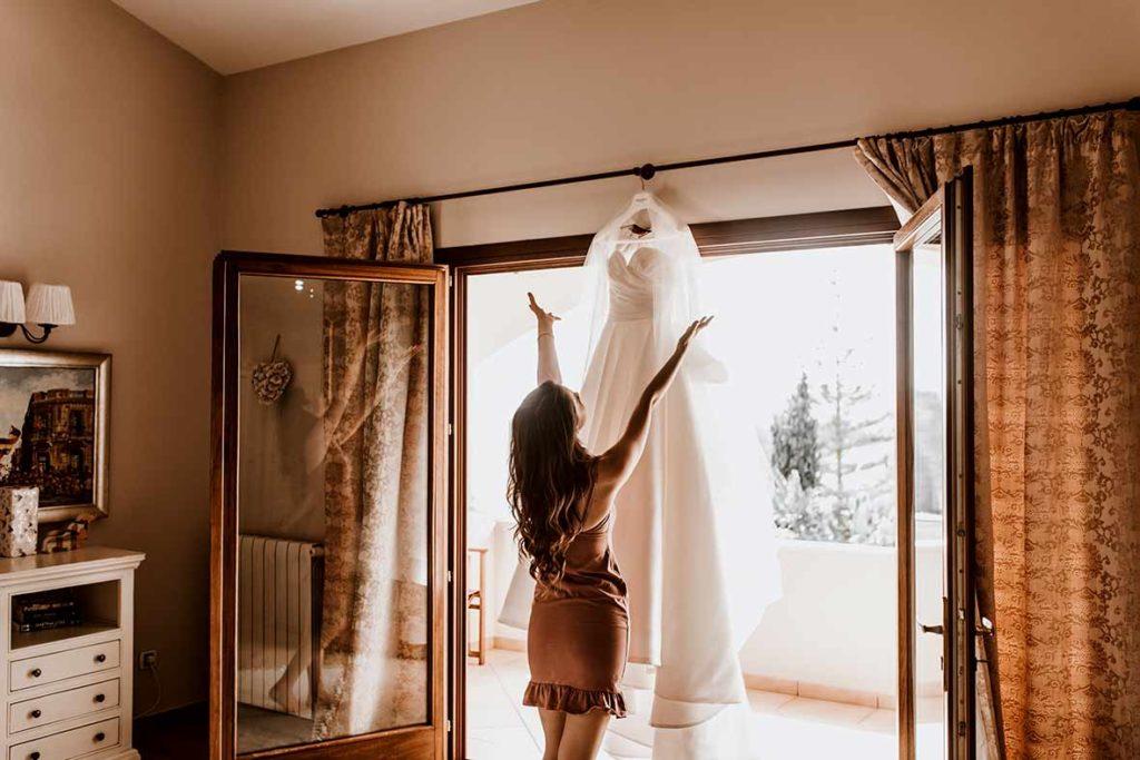 wedding photographer in Mallorca bride preparations