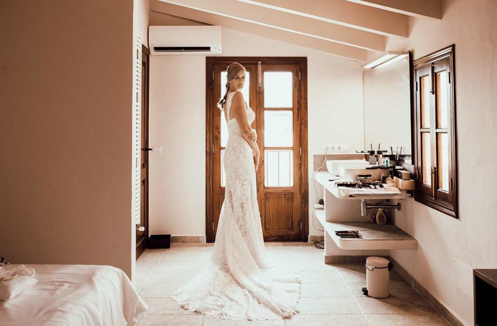 wedding photographer mallorca bride room
